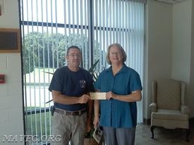Raffle Chairman Pat Holmes presents Diane Lamasure with a check for the Grand Prize